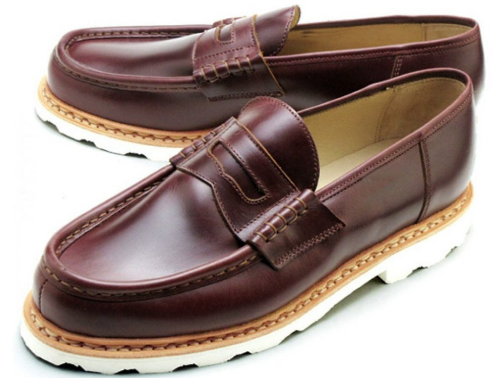 MOCCASIN STITCHED WITH LEATHER STRIP